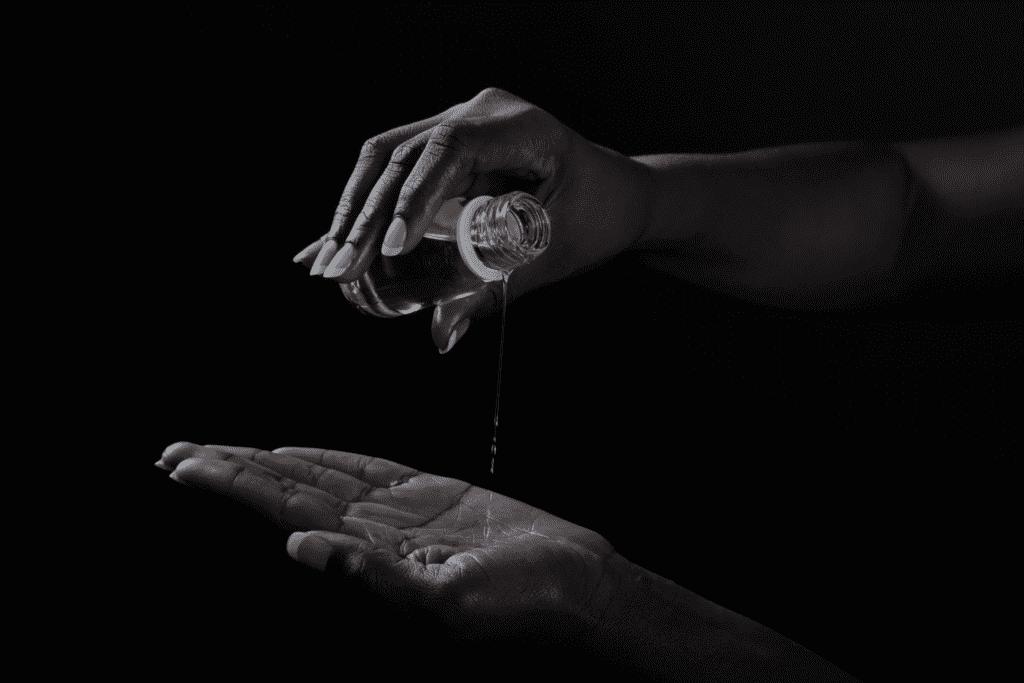 oil in hands